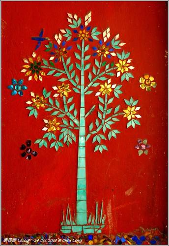 Mosaic Tree of Wat Khili at Th Sakkarin