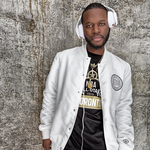 Dj Mo Beatz (@djmobeatz) at the Adidas Style Suit during the 2016 NBA All Star Weekend. #adidashoops #influencer #mitchellness #allstarweekend2016 #portrait #portraitphotography #portraitsthatconnect #canonusa #canon #profotoglobal #phaseonephoto #michell