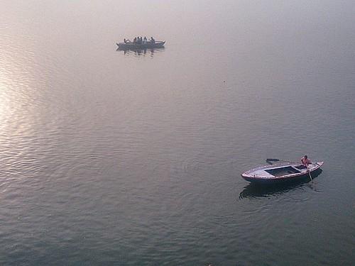 Morning peaceful vibes :) #varanasi #varanasidiaries #Ganga #gangariver #Tourism #Morning #Time #morningwalk #Beauty #Nature #Hugs #Sunshine #Indian #Nile :)