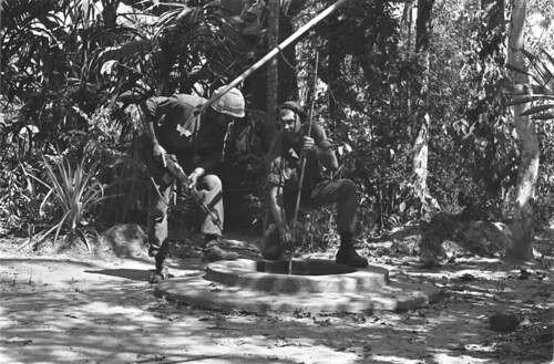 Hậu Nghĩa 1966 - U.S. soldiers searching entrance of a Vietcong cave.