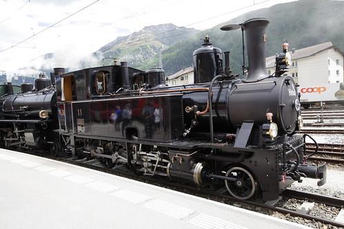 Rhätische Bahn RhB Dampflokomotive G 3/4 11 mit Taufname Heidi und G 4/5 Nr. 108 mit Taufname Engiadina am Bahnhof Samaden - Samedan im Engadin im Kanton Graubünden - Grischun der Schweiz