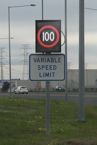 '100 km/h variable speed limit' sign on the Western Ring Road northbound at the Keilor Park Drive interchange