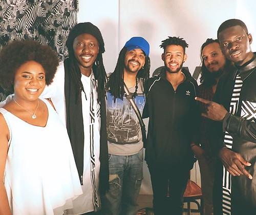 Ce dimanche, c'est la Daara J Family qui retourne le Salon de Musique de #NéoGéo ! Pionniers et ambassadeurs du hip-hop sénégalais, @faadafreddy et Ndongo D poursuivent aujourd'hui leurs explorations musicales avec un 6e album en préparation ► j.mp/ecoute
