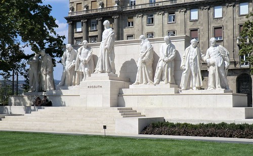 The recently completed enemble of politicians at the Kossuth Memorial in Budapest