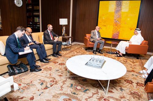 عبدالله بن زايد يستقبل وكيل الأمين العام لمكتب الأمم المتحدة لمكافحة الإرهاب