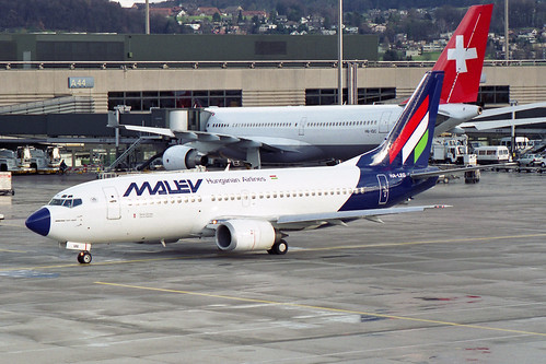 Malev - Hungarian Airlines Boeing 737-3Y0 HA-LEG