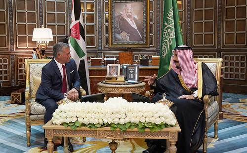جلالة الملك عبدالله الثاني وخادم الحرمين الشريفين الملك سلمان بن عبدالعزيز، ملك المملكة العربية السعودية يعقدان مباحثات في الرياض