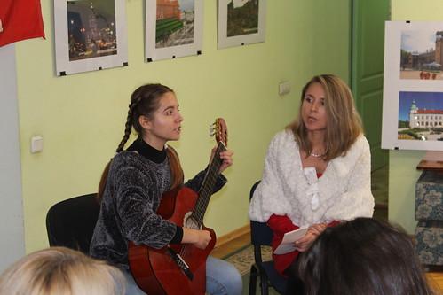 21 października Weronika i Julia Mopańko śpiewają piosenkę Jaceka Kaczmarskiego
