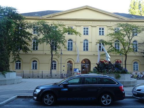 Wien, 3. Bezirk, Linke Bahngasse/Anton-von-Webern-Platz (Universität für Musik und Darstellende Kunst, Università per Musica e Arte Scenica, Universidad para Música y las Artes escénicas, Université pour la Musique et le Spectacle vivant)