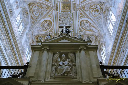 San Pedro, situado en la trasera del coro catedralicio