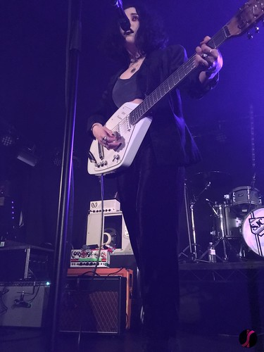 Heather of Pale Waves (IV)