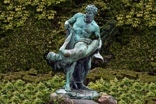 Germany - Berlin - Victoria Park - The Rare Haul - Sculpture by Herter, 1896 - 4
