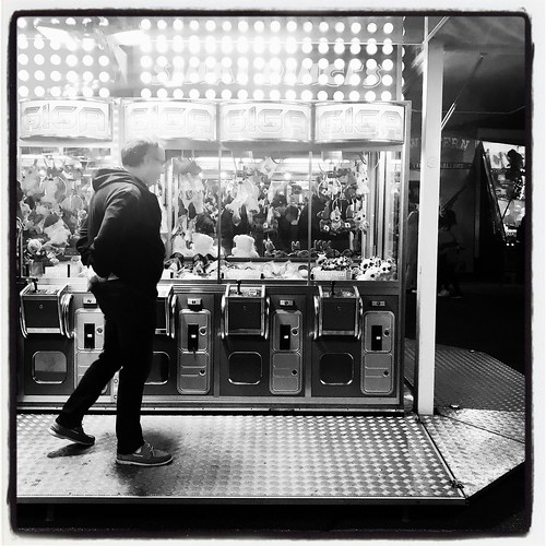 day 3143 { saison 9 }  dEs jOuRs qU0tidiENs < l e s _ i n s t a n t s _ p r é c i e u x >  http://instagram.com/titofromtlse #lifestyle #streetphotography #monochrome #iphone #igers #365 #daily #life #bnw #nb #france #toulouse