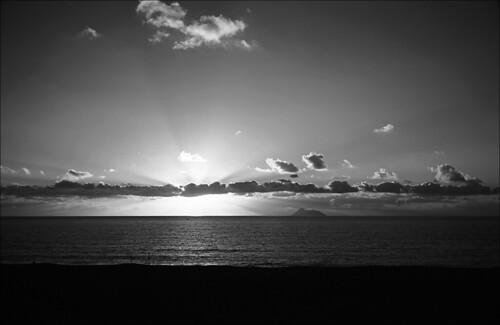 fotografische paradoxien teil 17: sonnenuntergänge in schwarzweiss