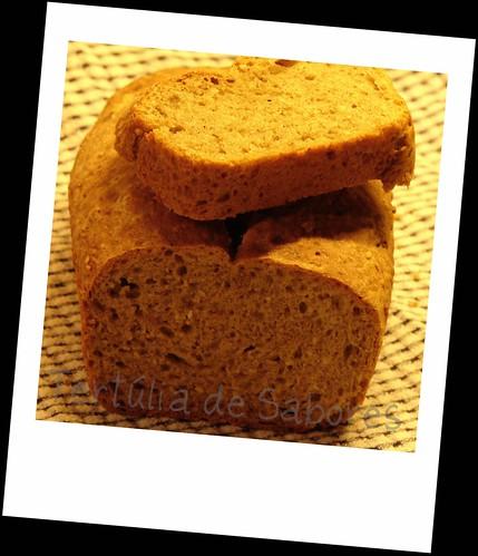 Pão de Trigo e Centeio com sementes de Cânhamo