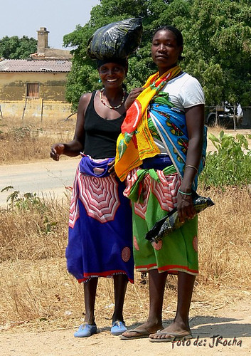 colorido alegre-Lubango/Angola por jota ROCHA.