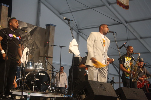 Glen David Andrews (2011) 01