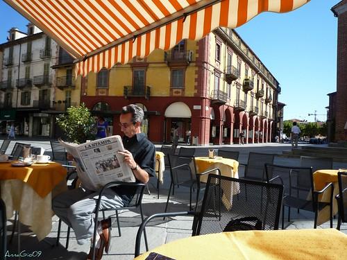madòòò, c'è ancora chi legge i giornali ::: so what, still somebody reading the newspaper (in Italy)
