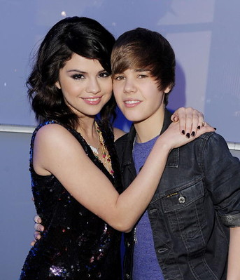 Selena Gomez and Justin Bieber by eQuiete.
