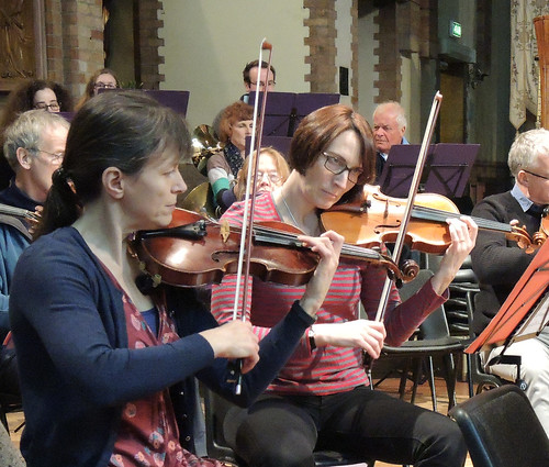 DSCN6972c Ealing Symphony Orchestra rehearsal. Leader Peter Nall. Conductor John Gibbons. 11th February 2017. St Barnabas Church, Ealing, west London. (Photo: Lucy Robinson)