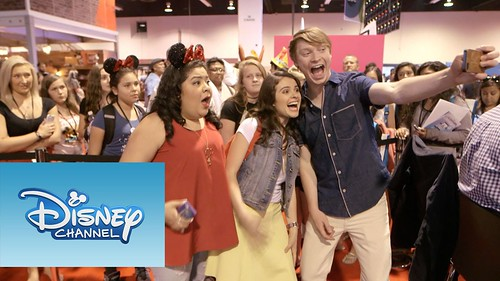 Disney Planet - Zendaya, Sofía Carson, Raini Rodriguez y Calum Worthy coparon la D23