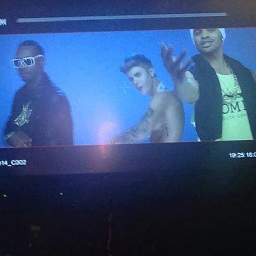 """Exclusive pictures of Justin with Maejor Ali and Juice J on the """"Lolly"""" music video"""