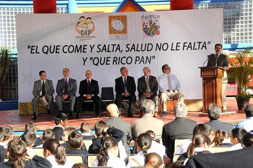 Guillermo Padrés presidió la ceremonia de arranque de el programa contra la obesidad infantil.