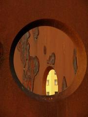 Atravesando los Metales (Lagavulin2) Tags: espaa spain gijn esculturas asturias escultura invierno 2008 texturas asturies xixn metales flaga