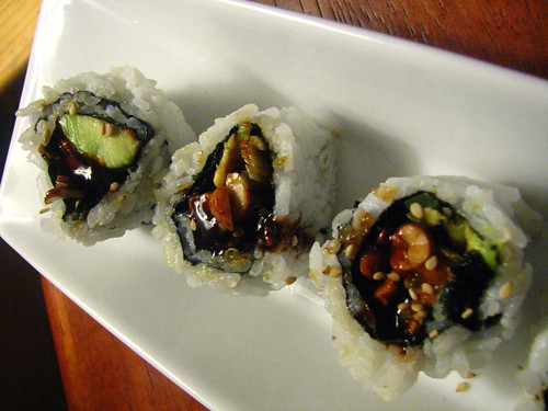 Cashew and Avocado Roll with Sweet Sauce