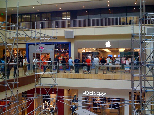 iPhone 3G line at Houston Galleria