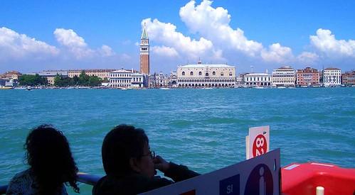La plaza de San Marcos de Venecia desde el vaporetto 82
