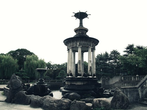 Fountain in Tsurumai park 鶴舞公園の噴水