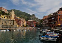 Vernazza, the harbour (Thea Oranje) Tags: sea italy landscape boat italia cinqueterre vernazza italie landschap abigfave worldtrekker