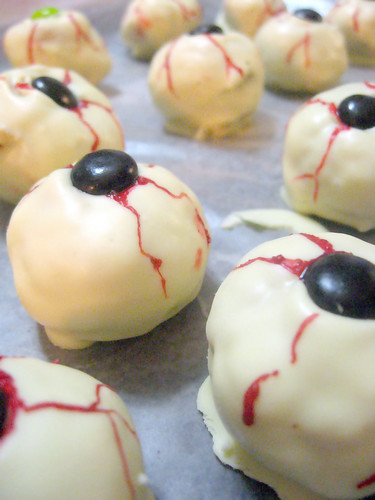 Пирожные каннибала 'Глазки'