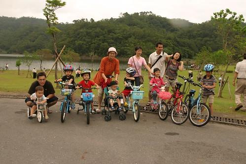 你拍攝的 龍潭湖:大合照 3。