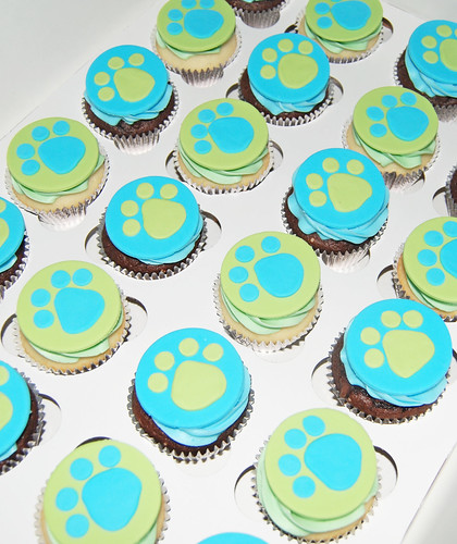 blue and green puppy paw print cupcakes