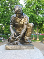 The Maine Lobsterman front (lee_yoshida) Tags: sculpture usa washingtondc districtofcolumbia skulptur escultura sculture potomacriver beeldhouwkunst scultura   heykel  rzeba socha patung sculptura skulptura washingtonmarina dc mainestreet  bildhauerei kuvanveisto   mainelobsterman kiparstvo dc   szobrszat sculptur vajarstvo heykl skulptuur cerfluniaeth         bombwe hggmyndalist paglililok sochrstvo  skultura buidhauarei kizella skulptarto skulto tlniecba beildhouwkuns stchulptuthe  beldouwkunst skolptra