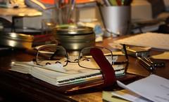 l'ordine del mio caos ... (Beppe Modica) Tags: home studio atmosphere changing agenda colori oggetti occhiali pausa goldenmasterpiece peregrino27world