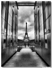 Paris_torre_eiffel05bw (vmribeiro.net) Tags: paris france tower interestingness torre tour monumento frança eiffel champdemars 214 aplusphoto ysplix 20080902 murodapaz
