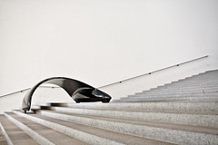 Shaped Form placed on Stairs (yushimoto_02 [christian]) Tags: art museum architecture canon germany munich mnchen geotagged arquitectura europe bellasartes arte kunst exhibition moderne architektur munchen museo hdr muenchen ausstellung exposicion pinakothekdermoderne pinakothek kunsthalle pinakothekmoderne exhibicion canonxsi schneknste bellaarte schoenekuenste