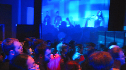 20081010 - Freezepop @ AnimeUSA - 169-6963 - left screen, audience - please click through to leave a comment on FlickR