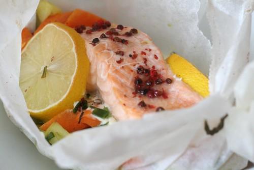 Papillote de saumon aux baies roses
