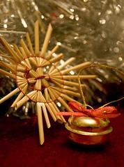 20081011_9999_2b (Fantasyfan.) Tags: christmas red stilllife macro topv111 metal closeup tag3 taggedout silver gold star tag2 tag1 shine bell handmade decoration straw yule twisted stalk thatched fantasyfanin gettyholidays2010
