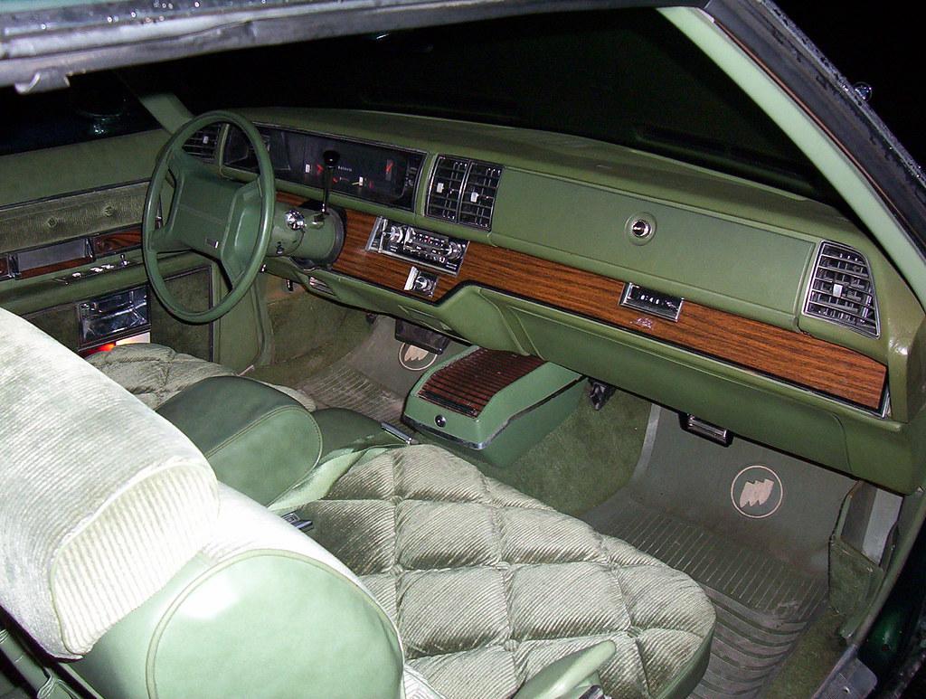 Federal legislation makes airbags mandatory