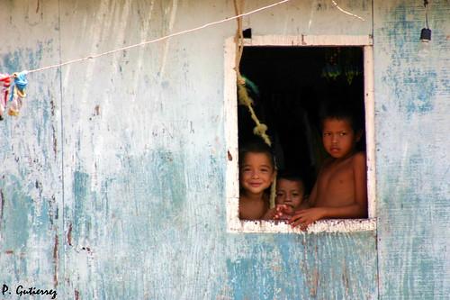 NIŃOS EN CEUTA DE AGUA (Venezuela)