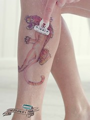 Schick-razor-Tattoo-Print-Ad-shaved-tiger (business.garden) Tags: girls print marketing shaved shaving tatoo razor printad tatouage poils schick schickquattro thepoweroffour