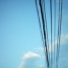 【写真】ミニデジで撮影した早朝の空と電線