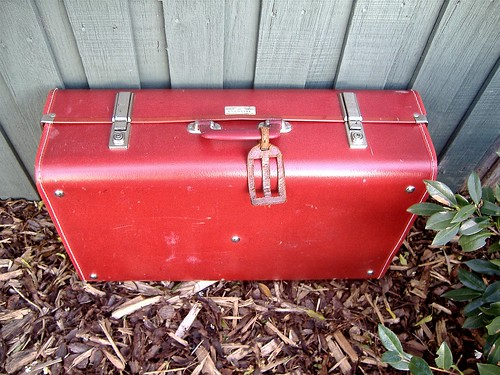 red suitcase (closed)