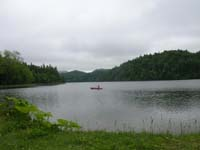 湖上のカヤック