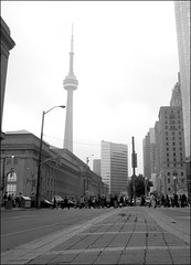 (Erich_Toon) Tags: toronto cntower commuters